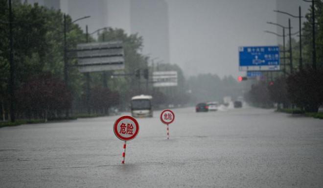 Lũ lụt ở Trung Quốc chuyển biến xấu nghiêm trọng, 33 người chết - 1