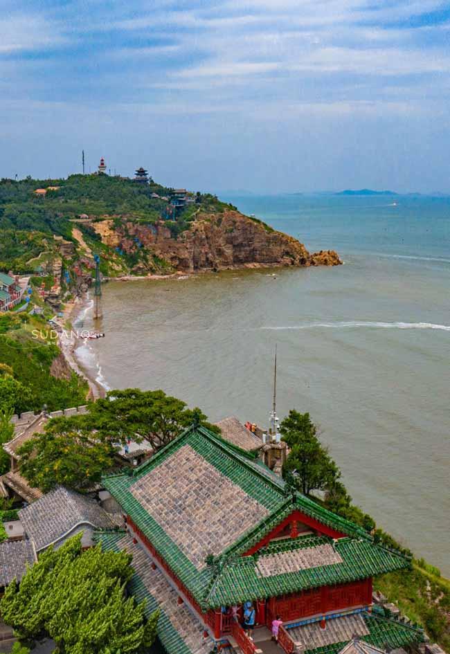 Penglai Pavilion (tháp Bồng Lai) tọa lạc trên núi Danya thuộc Yên Đài, tỉnh Sơn Đông, Trung Quốc là một quần thể kiến trúc cổ cực kỳ tráng lệ.