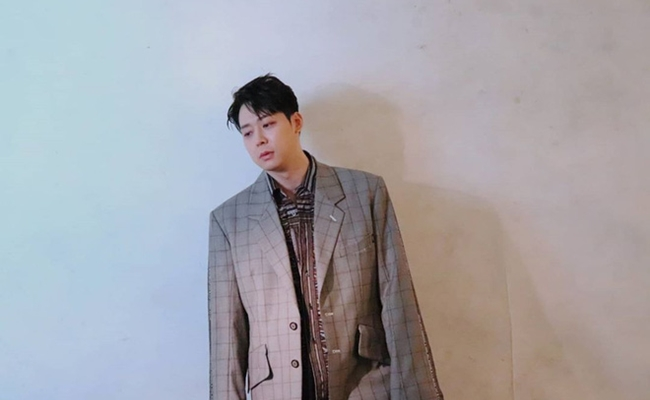 Thế nhưng, năm 2020 Park Yoochun bất ngờrút quyết định giải nghệ, trở lại hoạt động showbiz. Anh tổ chức fanmeeting, cho ra mắt mini albumvà còn tham gia vai nam chính trong phim độc lập năm 2021.