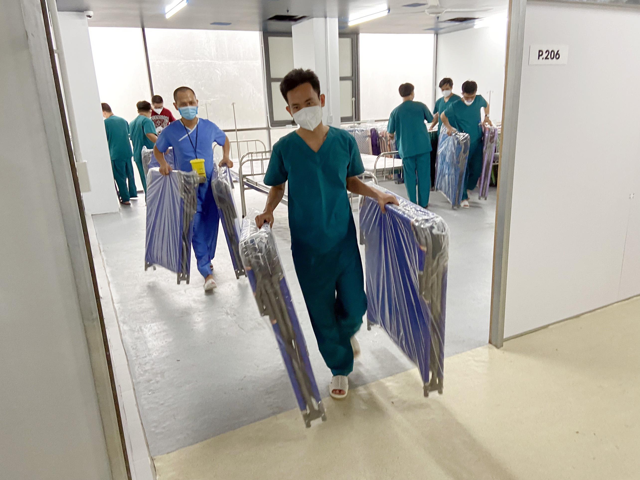 Cận cảnh bệnh viện dã chiến số 5 tại Thuận Kiều Plaza trước giờ tiếp nhận bệnh nhân - 7