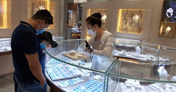Cửa hàng đóng cửa, 1 đại gia vàng vẫn lãi hơn 700 tỉ - 1
