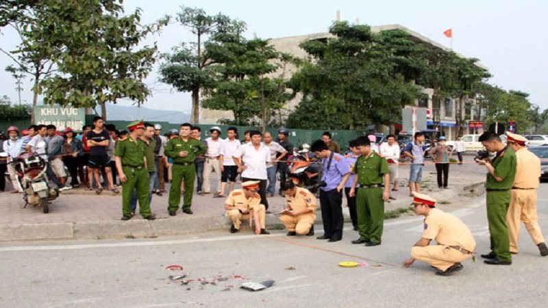 Hà Nội: Tài xế xe ôm bất ngờ lao tới đâm chết hàng xóm - 1