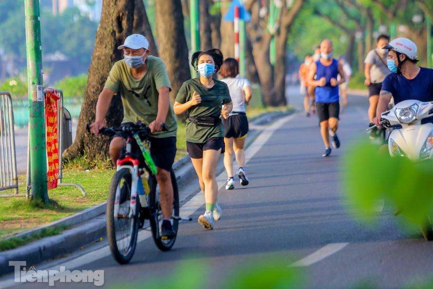 Hà Nội truy vết người tập thể dục, đạp xe ở Hồ Tây liên quan ca mắc COVID-19 - 1