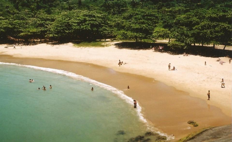 Bãi biển phóng xạ một thời cực đắt khách ở Brazil - 1