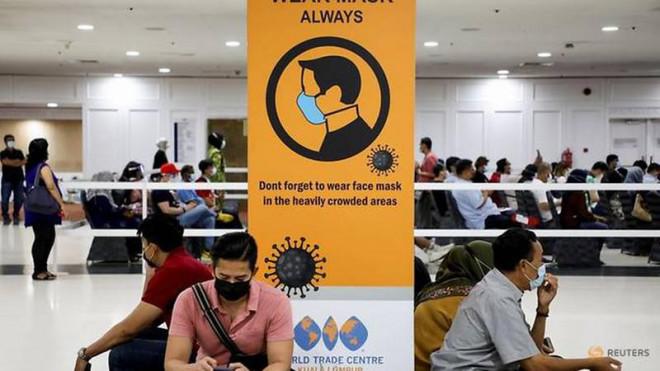 Dịch ĐNA: Số ca mắc mới tiếp tục tăng, bệnh viện rơi vào tình trạng quá tải - 1