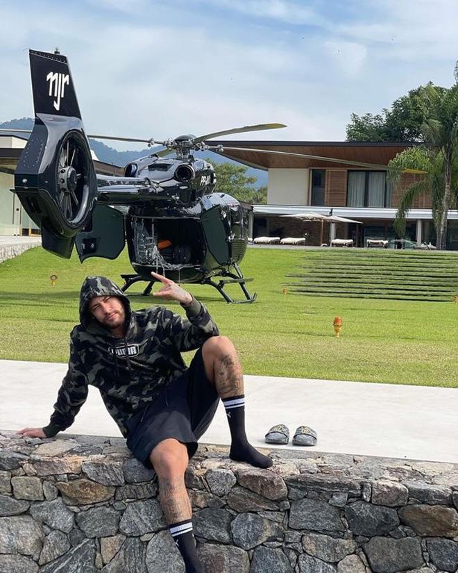 Neymar lại bạo chi gây sốc: Mua trực thăng giá 10 triệu euro để đi vài lần/năm - 1