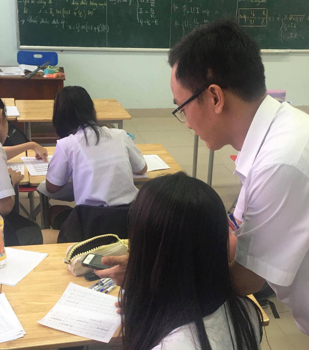 """Thầy giáo chụp lại bài kiểm tra của học sinh, phóng to mới phát hiện sự thật """"dở khóc dở cười"""" - 1"""