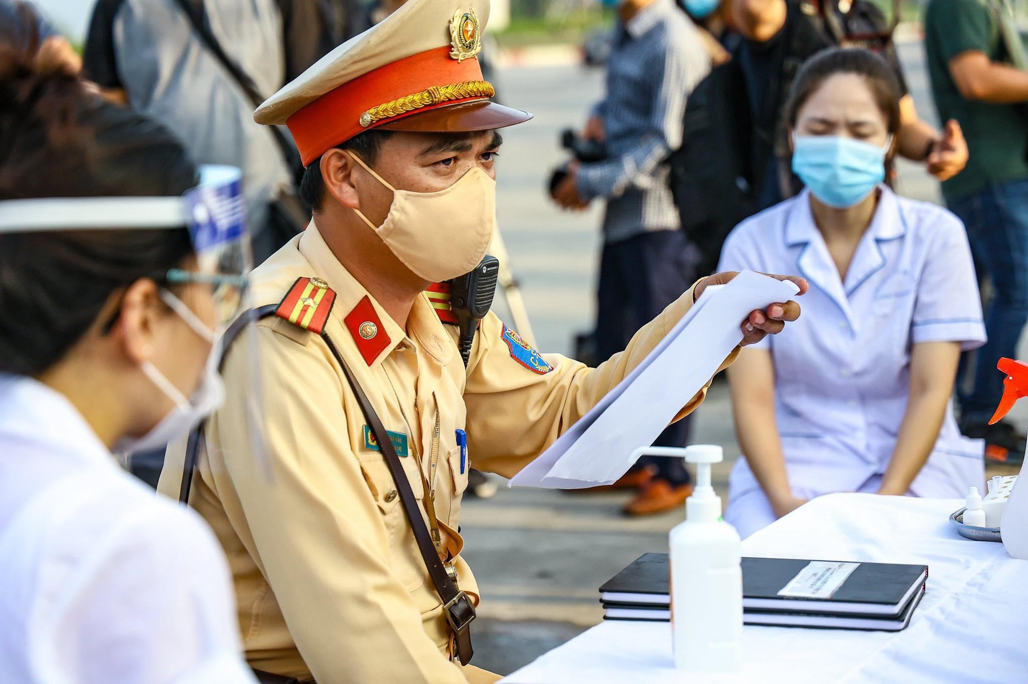 Hà Nội: Người dân đến làm việc tại các trụ sở của Phòng CSGT cần mang theo giấy tờ gì? - 1