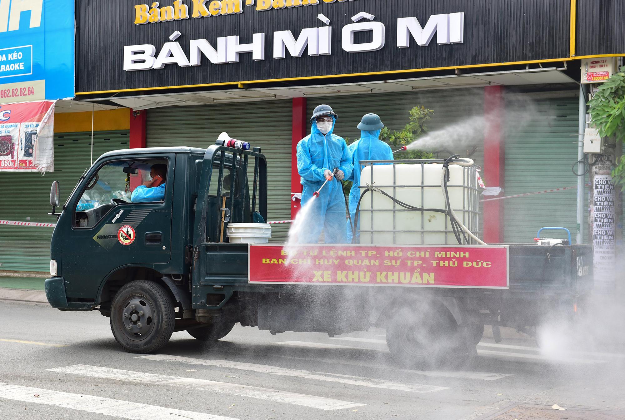 Ảnh: Ngày đầu ra quân phun hoá chất tiêu độc, khử khuẩn toàn bộ TP.HCM - 5