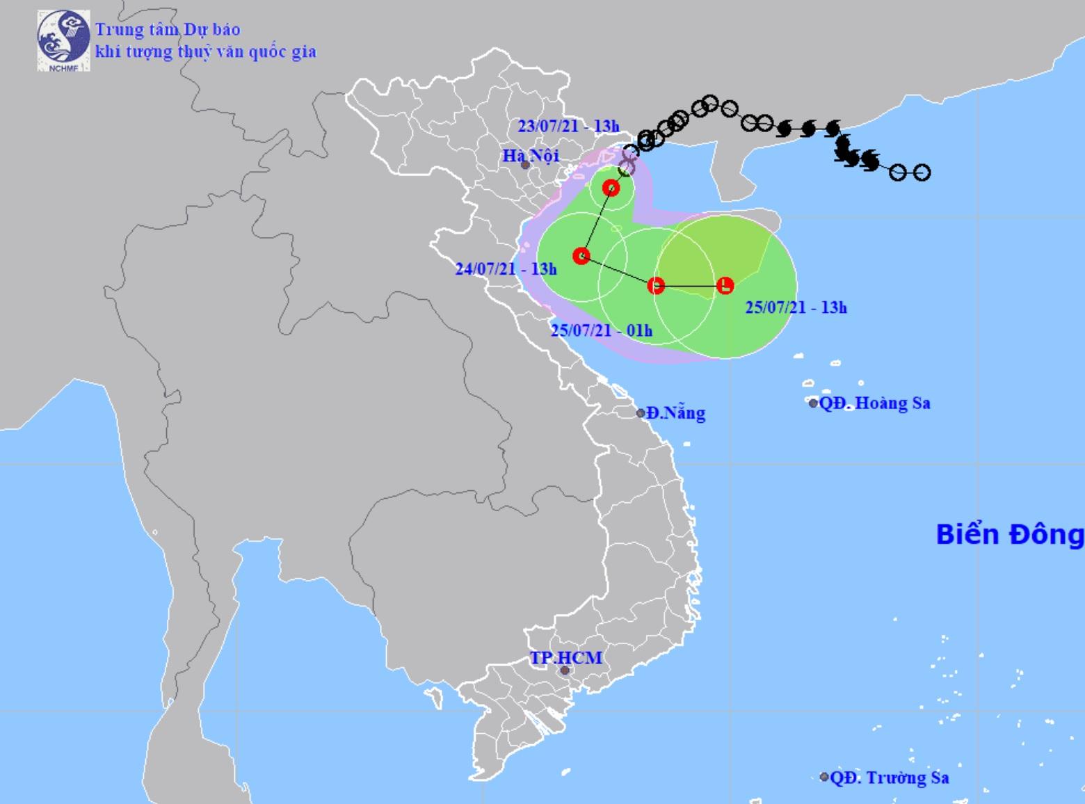 Áp thấp nhiệt đới chạy dọc ven biển, miền Bắc và miền Trung mưa lớn - 1