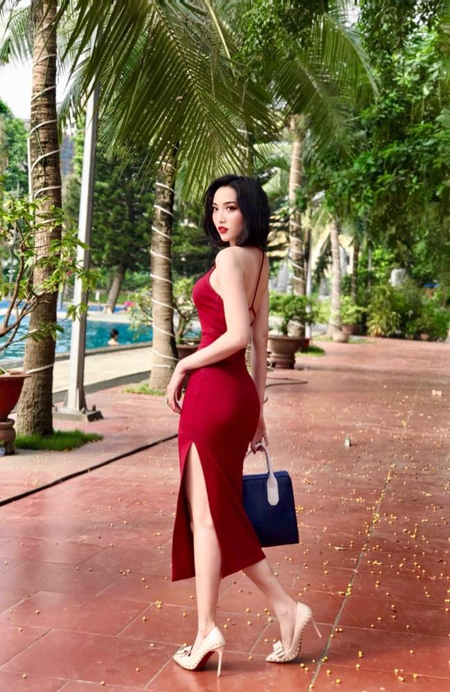 Ngoài đời, nữ diễn viên sinh năm 1994 có phong cách thời trang đa dạng từ gợi cảm đến trẻ trung, cá tính.