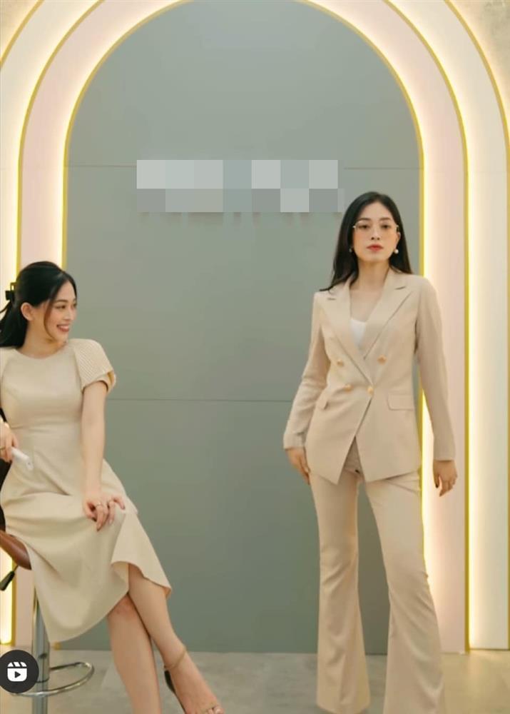 """Bà xã Cường Đô-la, """"giảng viên hot girl"""" dính sự cố trang phục tế nhị? - 1"""