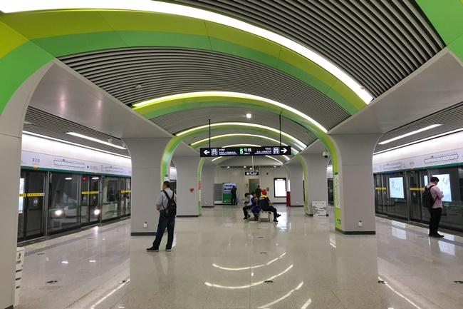 Trịnh Châu có mạng lưới tàu điện ngầm với 7 tuyến, chiều dài là 206,5km.