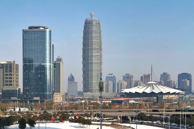 Trịnh Châu là đô thị hiện đại ở Trung Quốc với những toà nhà chọc trời, đường sá quy hoạch đẹp