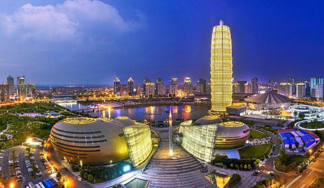 Hình ảnh khung cảnh thành phố Trịnh Châu về đêm không hề thua kém thành phố nào trên thế giới.