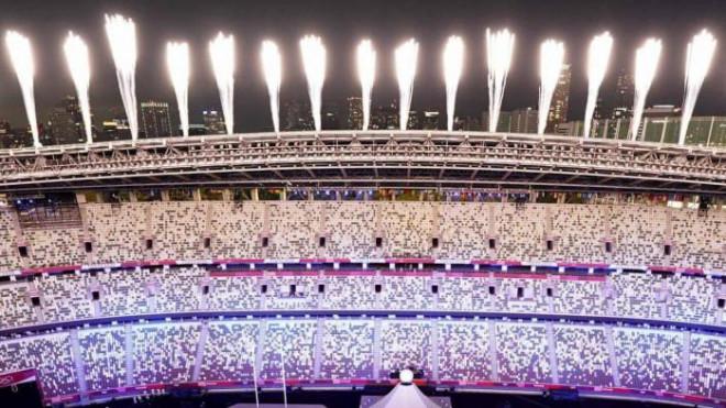 Chùm ảnh: Olympic 2021 khai mạc đầy sắc màu, không một bóng khán giả - 1