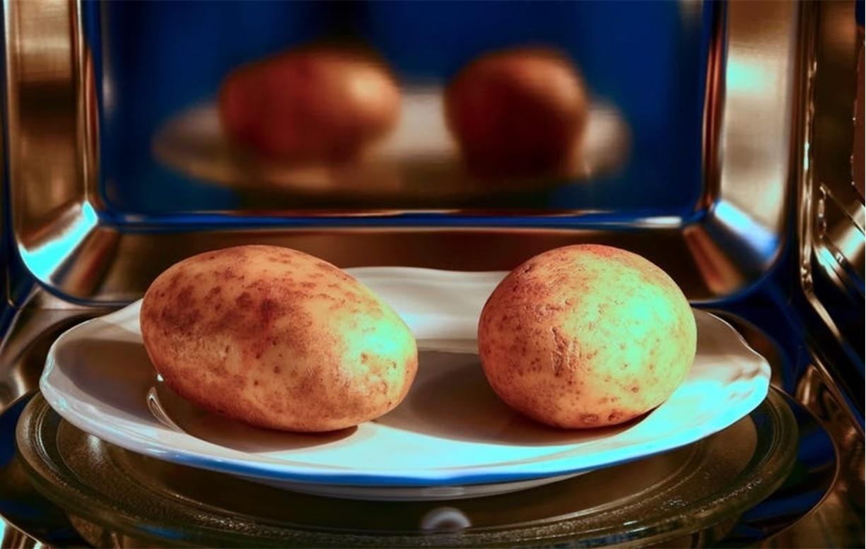 Nướng khoai tây bằng lò vi sóng, tưởng khó chín nhưng lại ngon vô cùng - 1