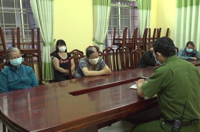 Tụ tập chuẩn bị đánh bạc, 6 phụ nữ bị phạt 90 triệu đồng - 1