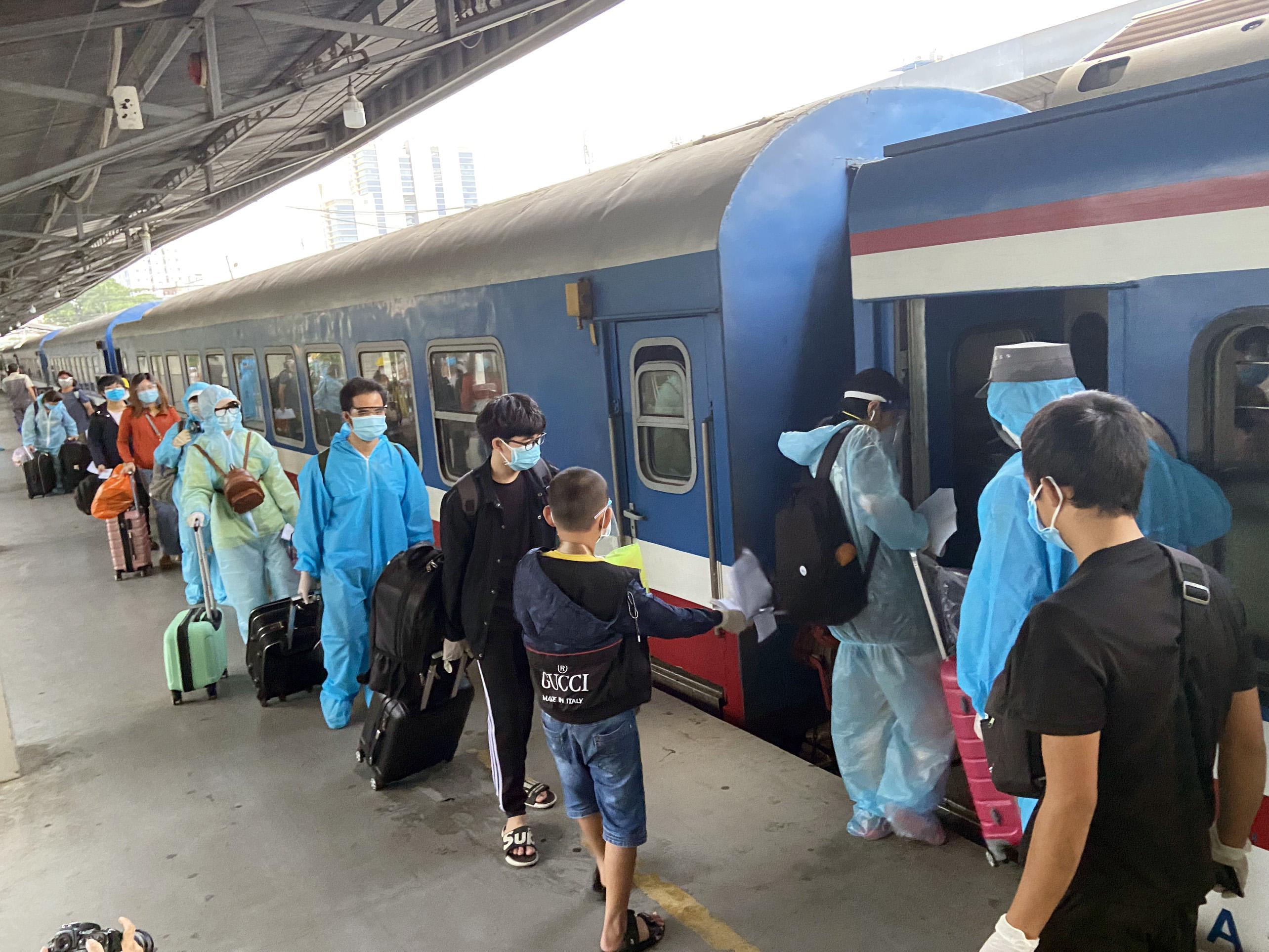 720 người Hà Tĩnh rời TP.HCM trên chuyến tàu đặc biệt - 13
