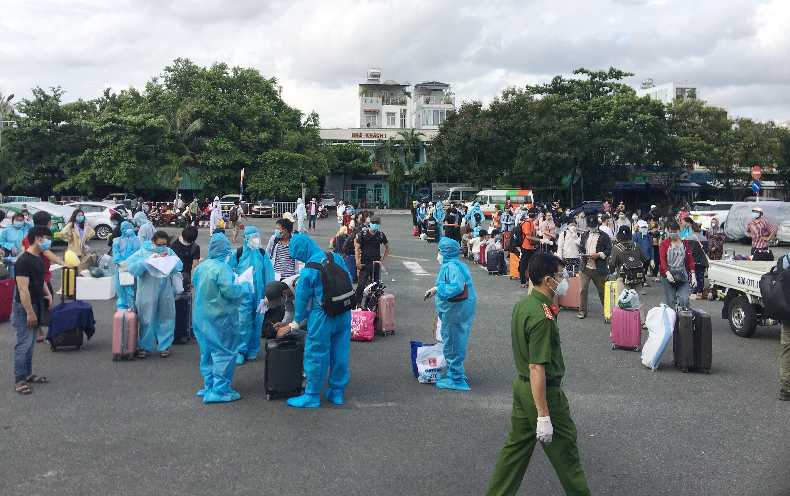 720 người Hà Tĩnh rời TP.HCM trên chuyến tàu đặc biệt - 3