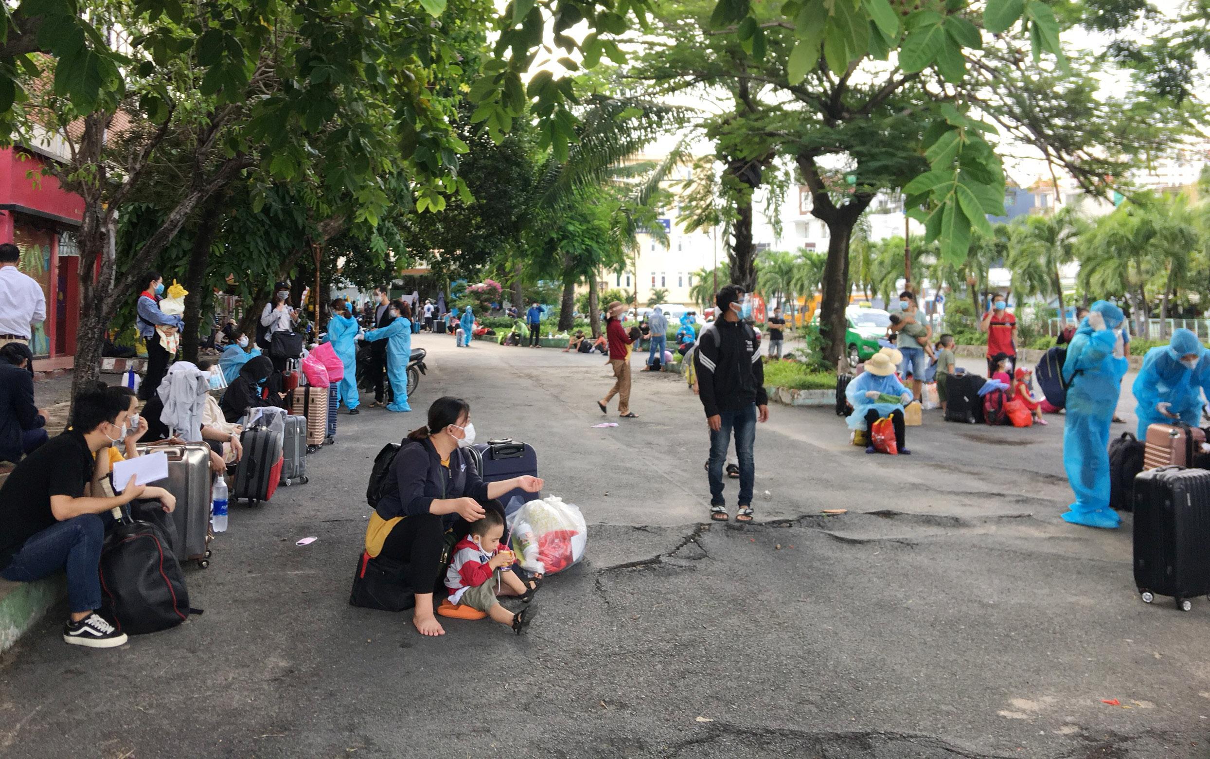 720 người Hà Tĩnh rời TP.HCM trên chuyến tàu đặc biệt - 4
