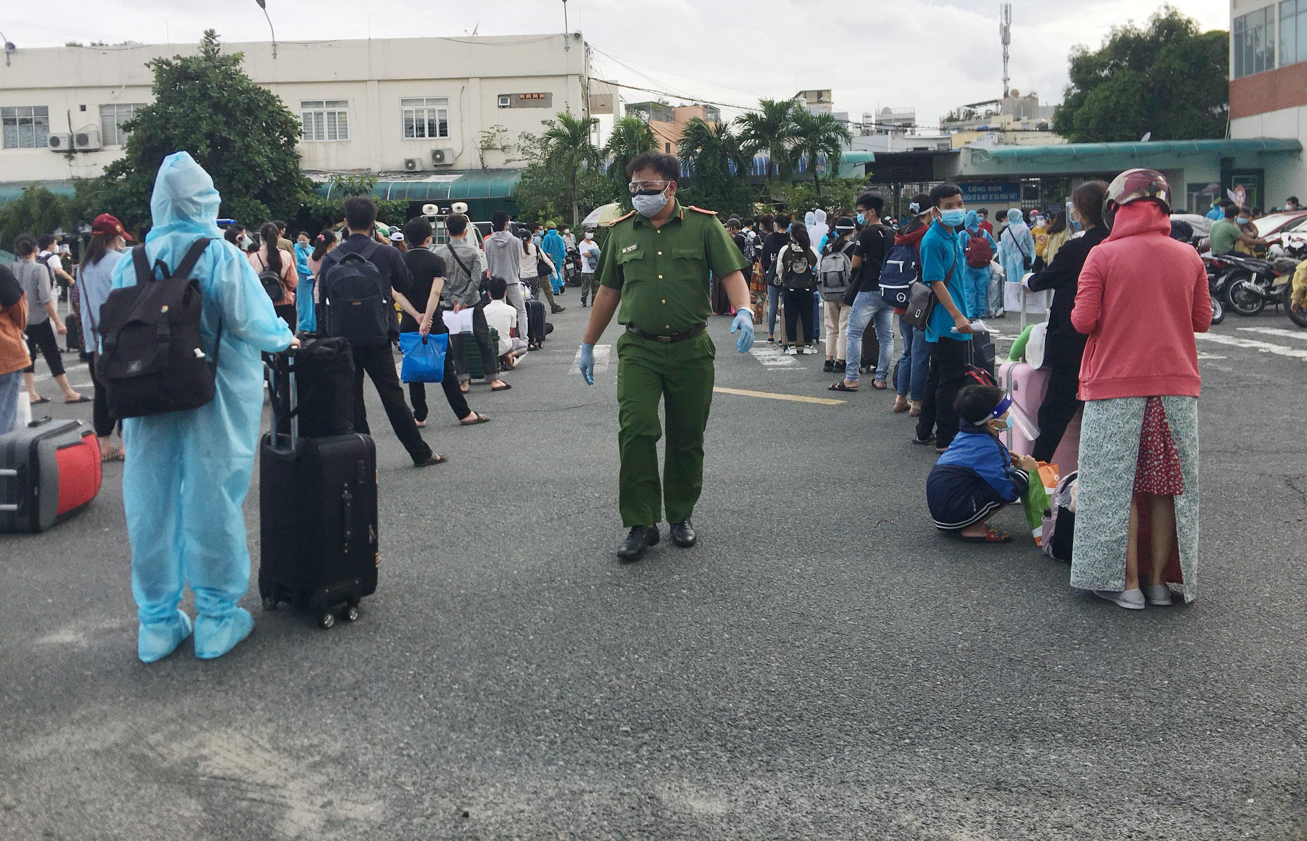 720 người Hà Tĩnh rời TP.HCM trên chuyến tàu đặc biệt - 7