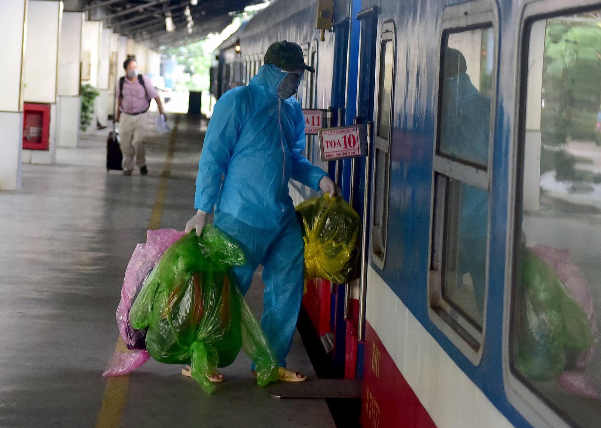 720 người Hà Tĩnh rời TP.HCM trên chuyến tàu đặc biệt - 11