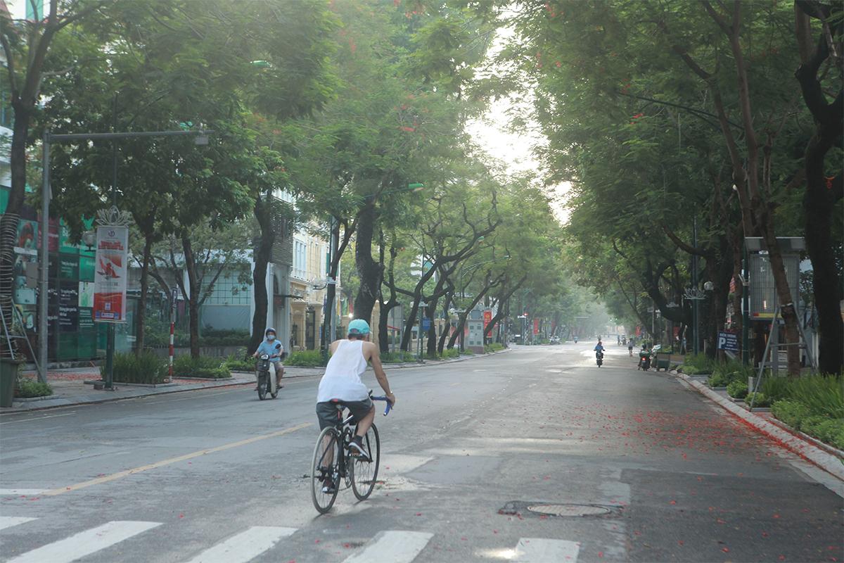 Hình ảnh phố phường Hà Nội lần thứ 2 giãn cách toàn xã hội theo Chỉ thị 16 - 10