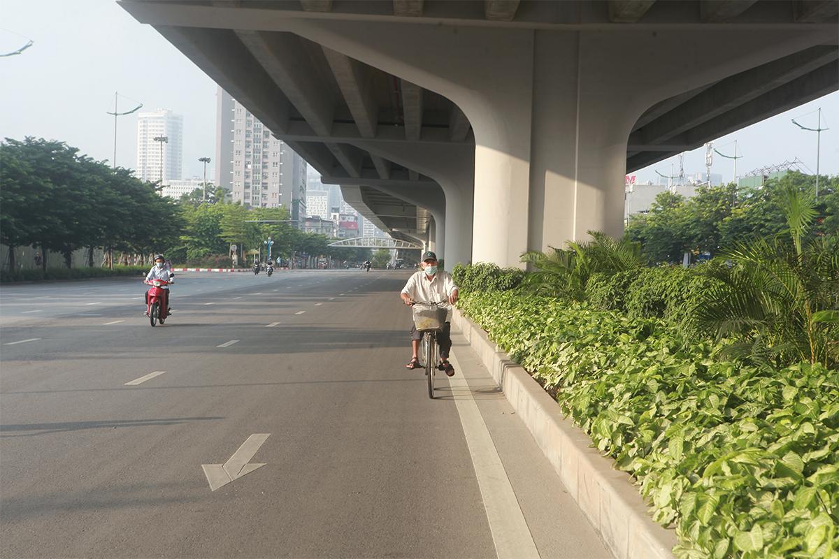 Hình ảnh phố phường Hà Nội lần thứ 2 giãn cách toàn xã hội theo Chỉ thị 16 - 18