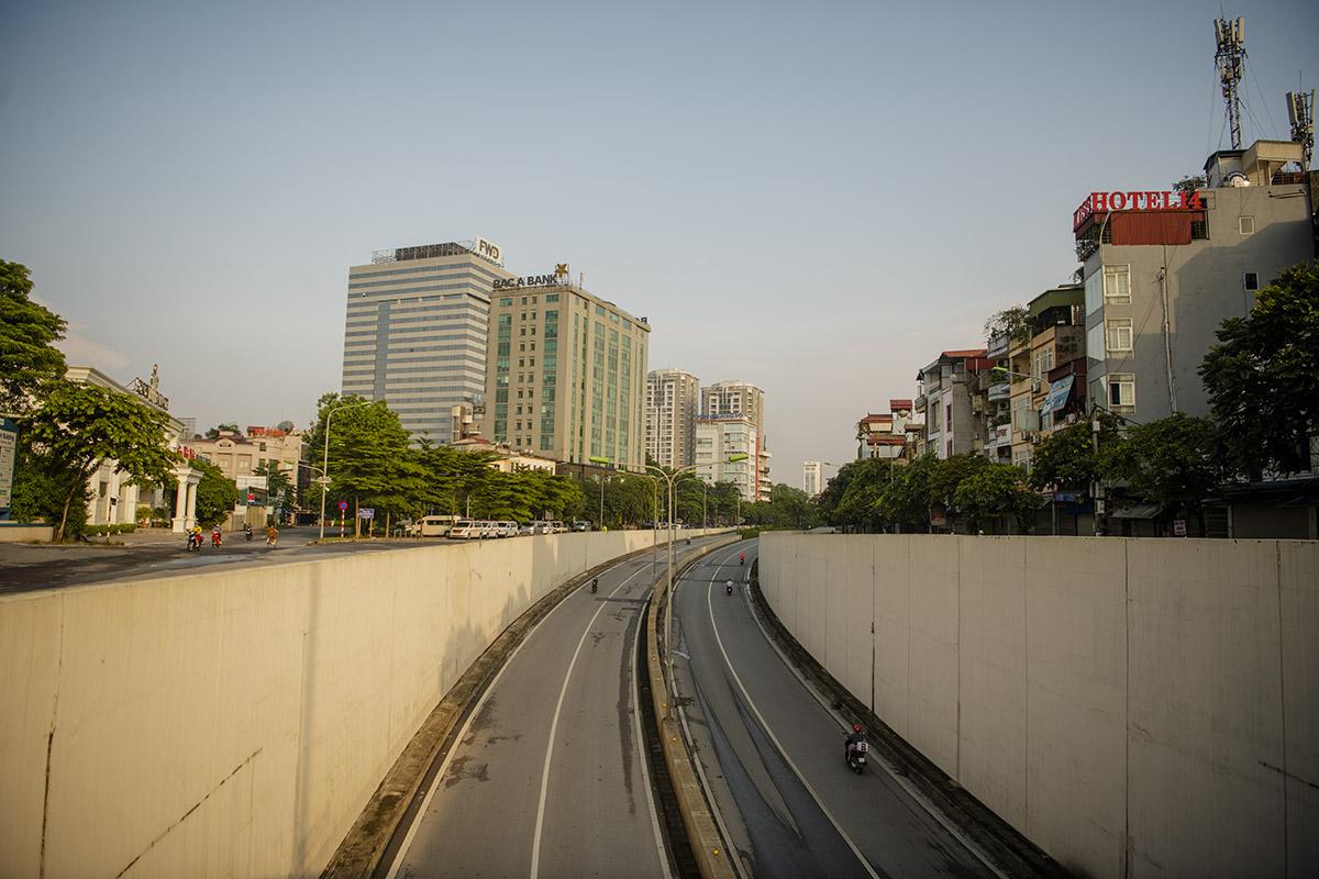 Hình ảnh phố phường Hà Nội lần thứ 2 giãn cách toàn xã hội theo Chỉ thị 16 - 24