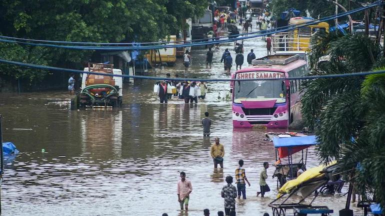 Quốc gia hứng chịu mưa lũ lớn nhất 40 năm, ít nhất 125 người chết - 1
