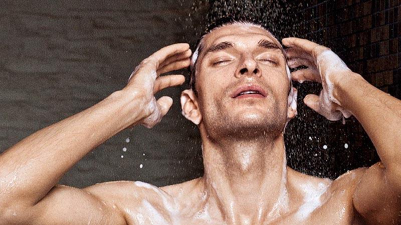 Quý ông quan tâm tới 3 bộ phận này khi tắm, thận hưởng lợi bất ngờ - 1