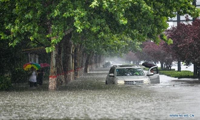 """Thành phố TQ được đổ hơn 8 tỷ USD chống lũ lụt bị """"thất thủ"""" sau một trận mưa, vì sao? - 1"""