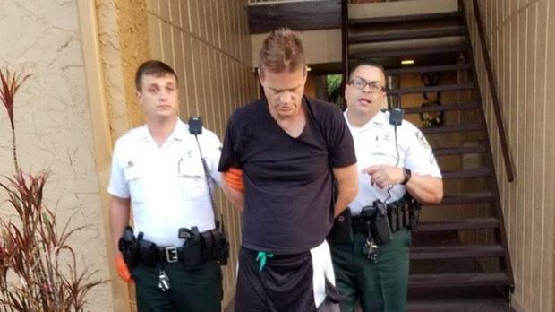 """""""Tàng hình"""" suốt 2 thập kỷ, kẻ giết người dã man tự tra tay vào còng vì lý do không ngờ - 1"""