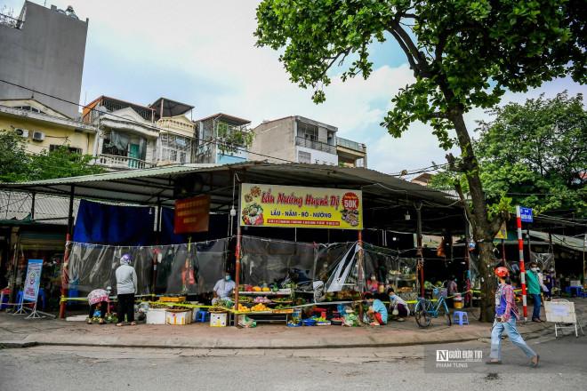 Hà Nội: Chợ dân sinh bọc ni lông phòng dịch Covid-19 - 1