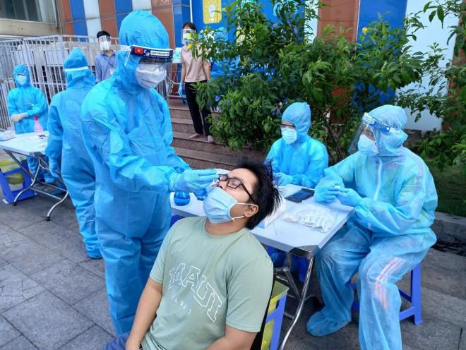 Huy động 2.500 y bác sĩ tư vấn từ xa cho bệnh nhân COVID-19 trên cả nước - 1