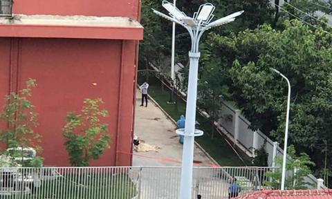 Điều tra vụ người phụ nữ rơi từ tầng 5 trong KCN Phước Đông tử vong - 1