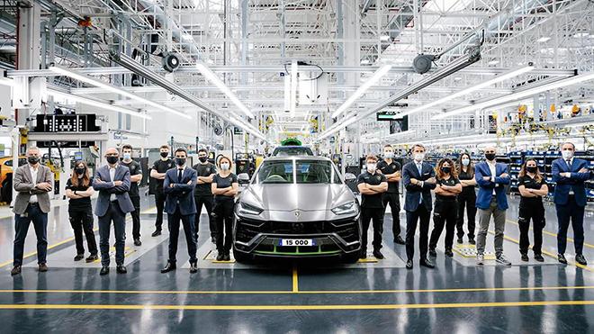 Lamborghini xuất xưởng chiếc Urus thứ 15.000 sau ba năm ra mắt - 1