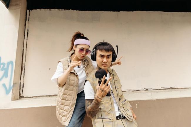 Ngày 25.4 vừa qua, Du Uyên xác nhận chia tay với Đạt G sau 3 năm hẹn hò. Nữ ca sĩ cho biết thêm từ bây giờ cả hai sẽ không hợp tác trong bất kỳ sản phẩm âm nhạc nào. Trong thời gian gắn bó, cả hai ra một số sản phẩm chung. Trong đó, ca khúcBánh mì khôngcủa cặp ca sĩ được nhiều khán giả yêu thích.