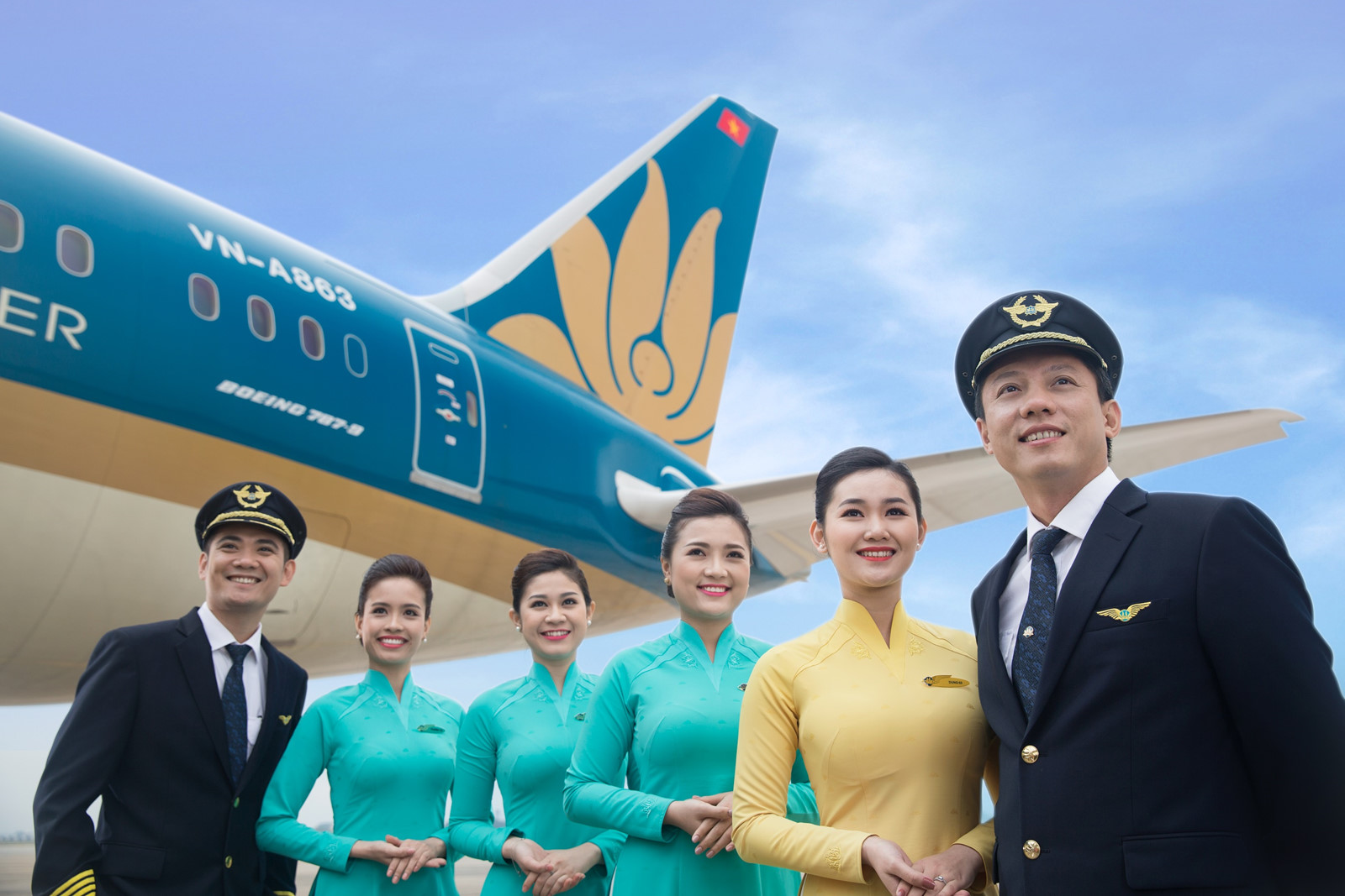 Bên bờ vực phá sản, lãnh đạo Vietnam Airlines nhận lương bao nhiêu? - 1