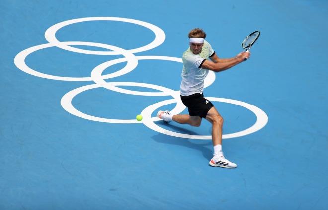 """Nóng tennis Olympic: Djokovic dễ dàng đi tiếp, Zverev - Medvedev thắng """"hủy diệt"""" - 1"""