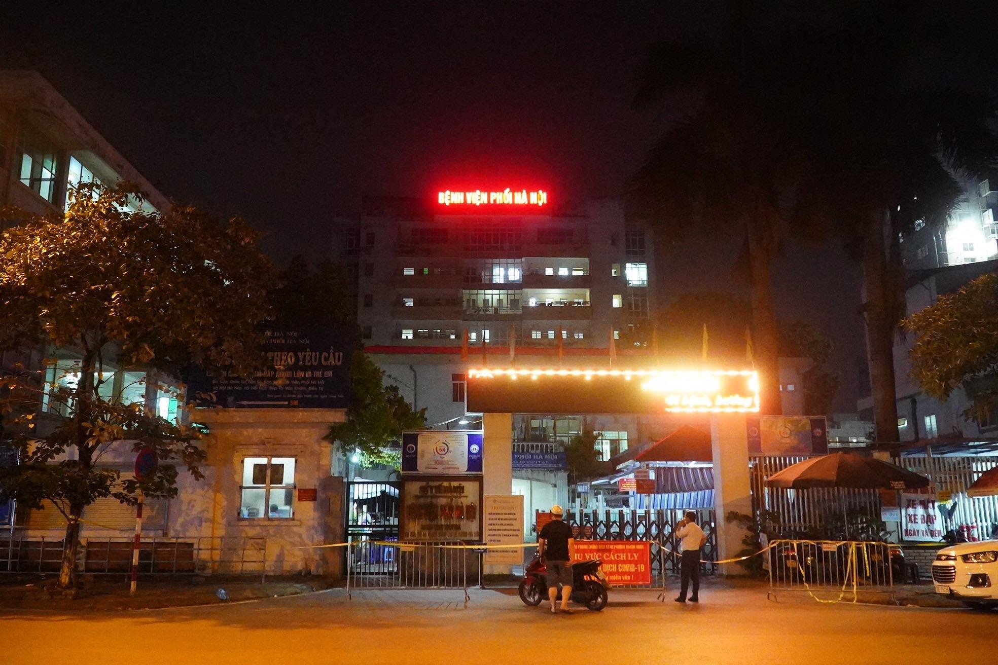 Phong toả tạm thời Bệnh viện Phổi Hà Nội vì nhiều ca dương tính SARS-CoV-2 - 1