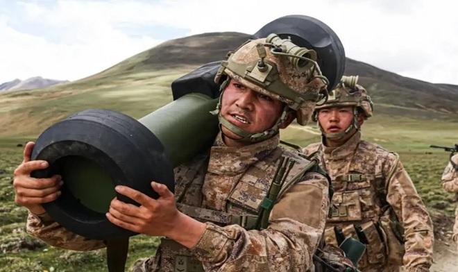 Tên lửa chống tăng vác vai Trung Quốc giống hệt vũ khí Mỹ lần đầu tiên lộ diện - 1
