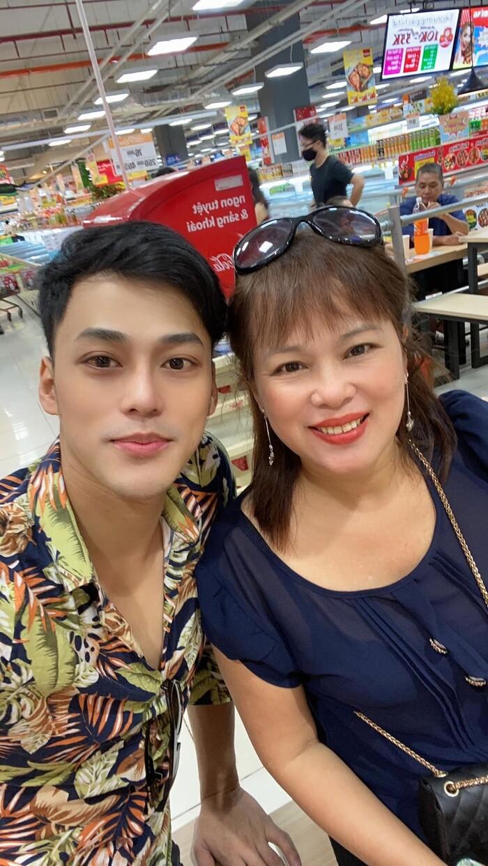 Mẹ ruột đột ngột qua đời, ca sĩ Phan Ngọc Luân đau đớn vì không thể về chịu tang - 1