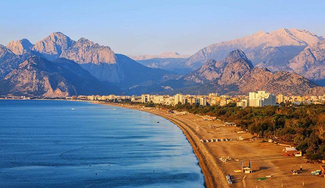 Antalya, Thổ Nhĩ Kỳ: Antalya, ở miền nam Thổ Nhĩ Kỳ, có rất nhiều hoạt động để cả gia đình cùng giải trí như thủy cung Antalya, công viên hoang dã và một công viên tuyết trong nhà.
