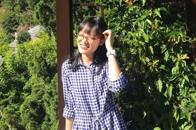 Nữ sinh chuyên Anh giành điểm 10 môn Văn và ước mơ theo đuổi nghệ thuật - 1