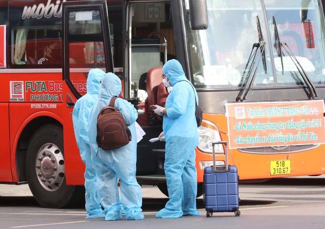 400 người dân Phú Yên về quê trên 20 chuyến xe ân tình - 1