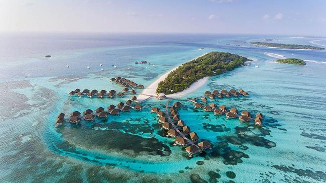 Maldives, Ấn Độ Dương: Maldives có hầu hết các khu nghỉ dưỡng thân thiện với trẻ em. Hãy thuê một túp lều trên bãi biển và các bé có thể dành hàng giờ chơi đùa trên cát trắng, nhảy trong những con sóng và lặn với ống thở ở vùng nước nông.