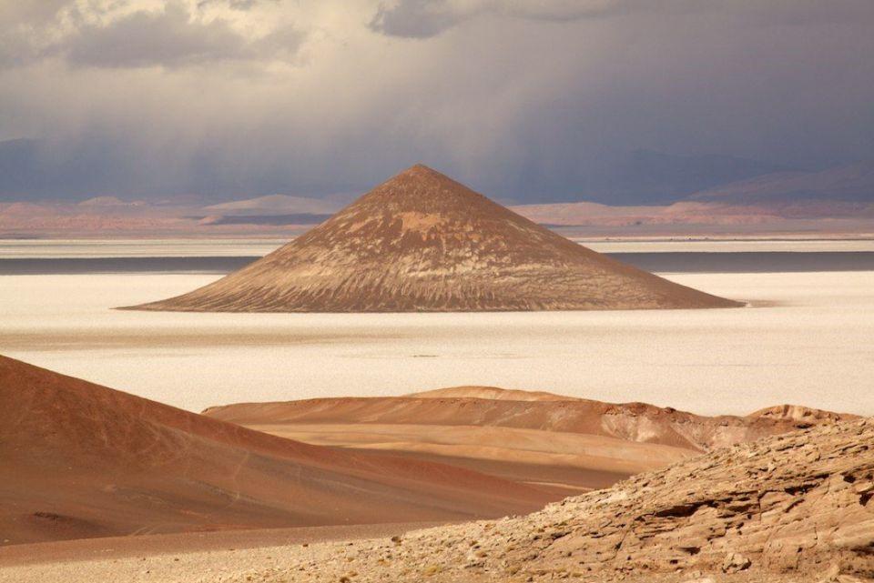 """Chiêm ngưỡng vẻ đẹp """"kim tự tháp"""" tự nhiên của Argentina - 1"""