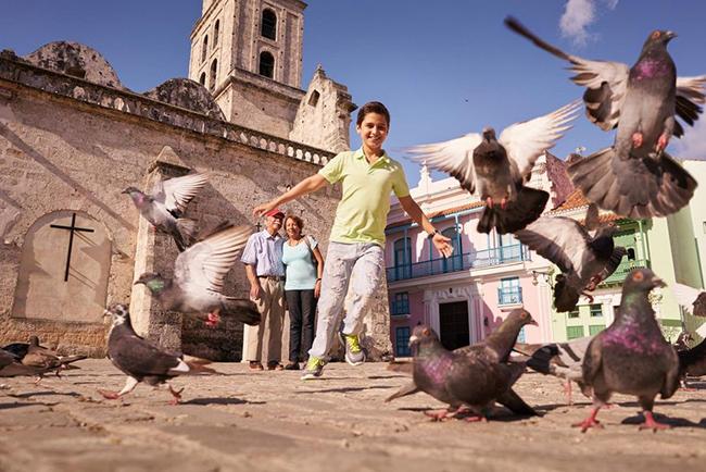 Havana, Cuba: Havana có rất nhiều địa điểm thú vị cho trẻ em như cung thiên văn rất đồ sộ, cùng vô số điểm dã ngoại hoàn hảo và dịch vụ chèo thuyền trên sông đầy ấn tượng.